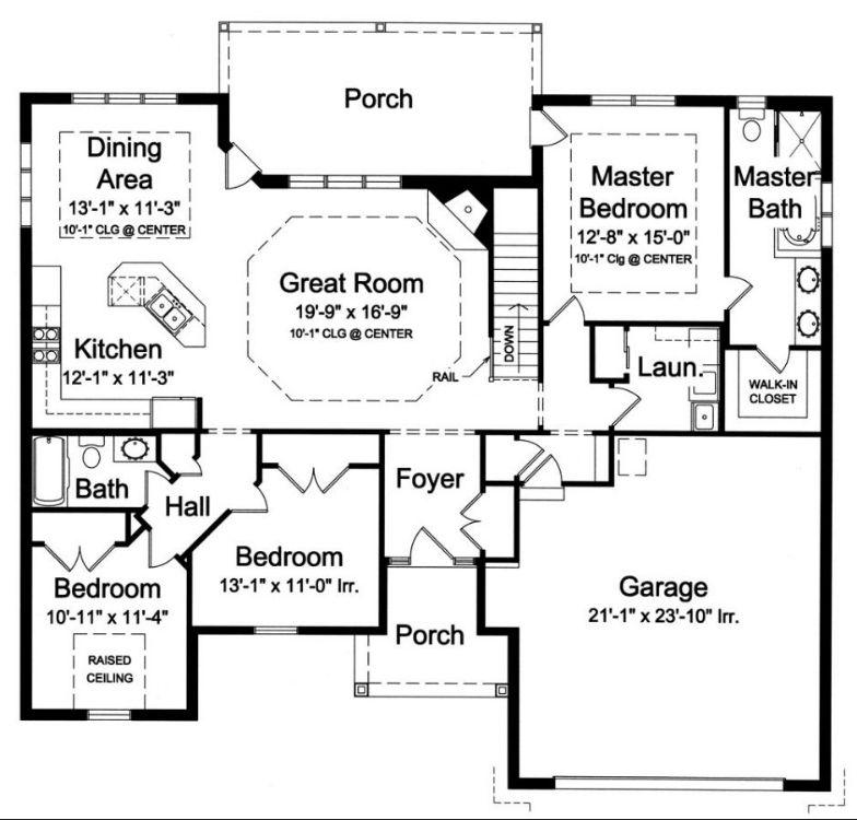 План 1 этажа Проект дома в стиле Прованс с вальмовой крышей и выступающим гаражом