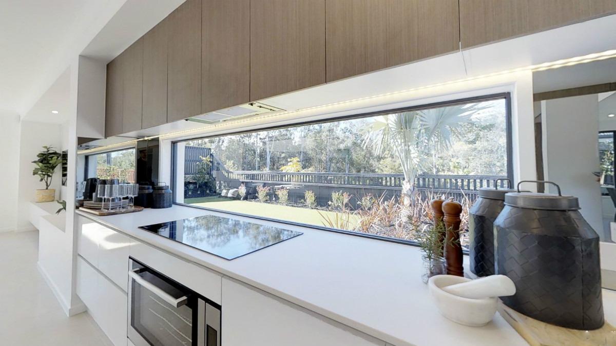 Широкое окно в кухне - всегда будет светло!