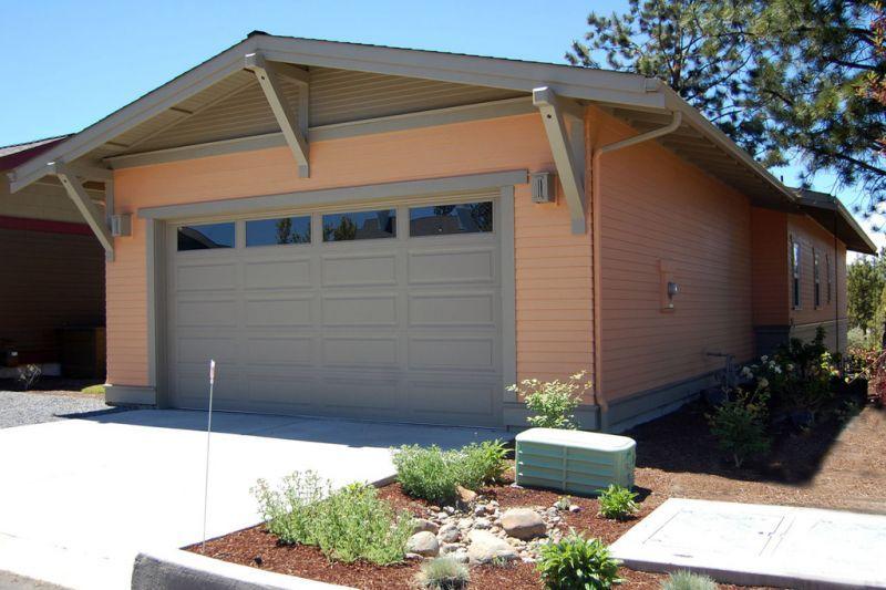 Гараж сзади дома Проект красивого дома в современном стиле с двускатной крышей: план SS-7791-1-2