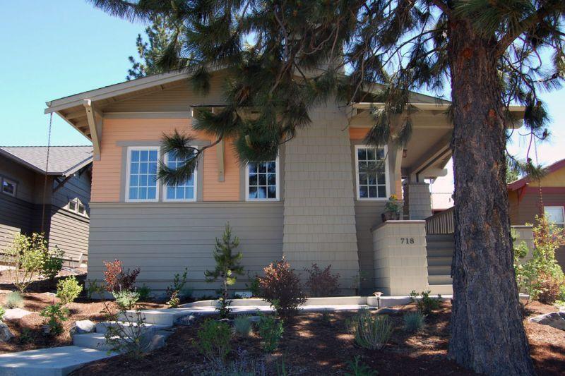 Передний фасад Проект красивого дома в современном стиле с двускатной крышей: план SS-7791-1-2