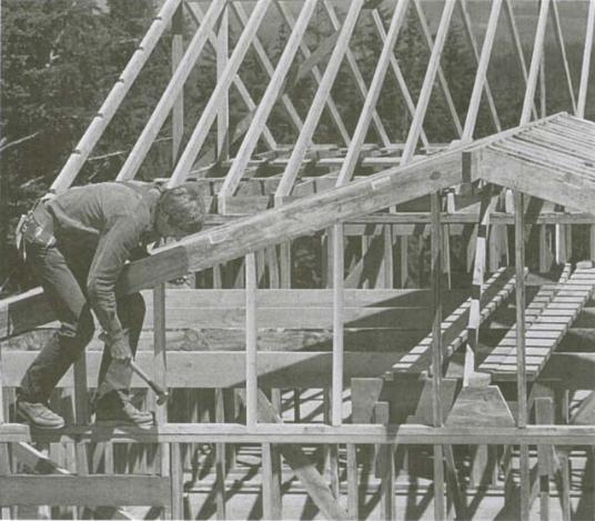 Стойки стены фронтона крыши