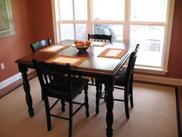 Столовая с квадратным столом Проект дома