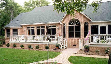 Кирпичный дом с террасой вдоль фасада План 2-этажного дома 19x16 239 кв м
