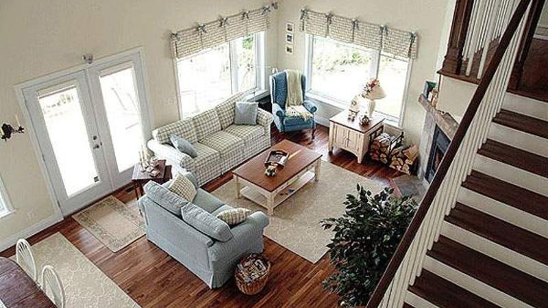 Вид на гостиную с лестницы Проект дома