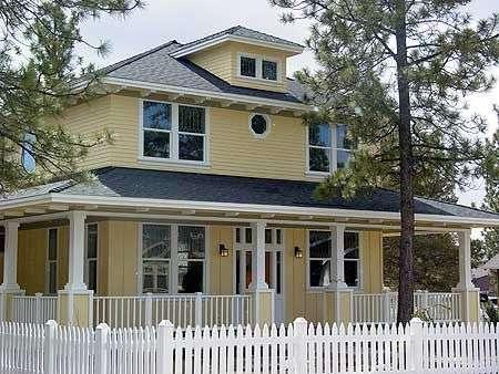 Этот прекрасный проект двухэтажного каркасного дома в американском стиле 12 на  площадью  до 200 кв.м с гаражом на 2 машины и с 3 спальнями подходит для постоянного проживания.