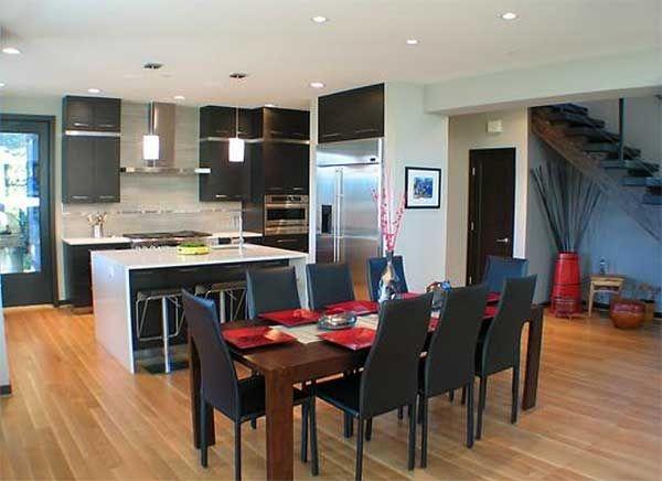 Замечательный проект двухэтажного дома П-образной формы в современном стиле площадью 262 кв.м с большим гаражом и  3 спальнями подходит для постоянного проживания. Односкатные крыши придают динамичность дизайну дома.