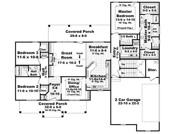 Этот практичный проект одноэтажного дома  площадью  до 200 кв.м с гаражом на 2 машины и с 3 спальнями подходит для постоянного проживания. В большой спальне есть ванная. Также перед домом есть веранда..