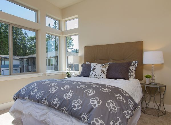 Хозяйская спальня с окнами второго света