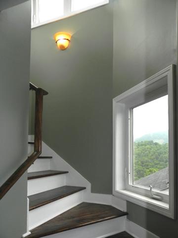 Лестница с забежными ступенями План дома с ломанной крышей и башней