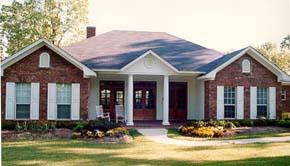 Проект дома в английском стиле с кирпичным фасадом площадью  до 250 кв.м с гаражом на 2 машины и с 3 спальнями подходит для постоянного проживания.