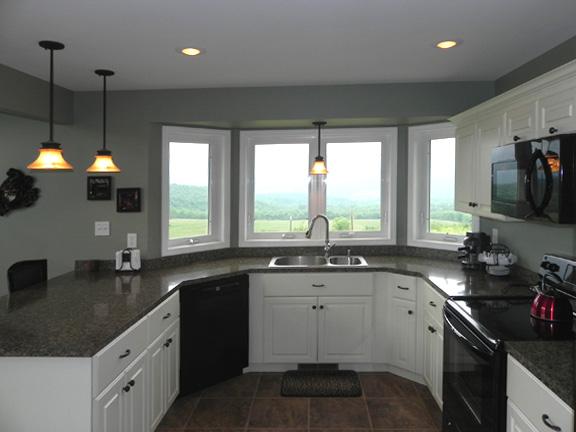 Кухня План дома с ломанной крышей и башней